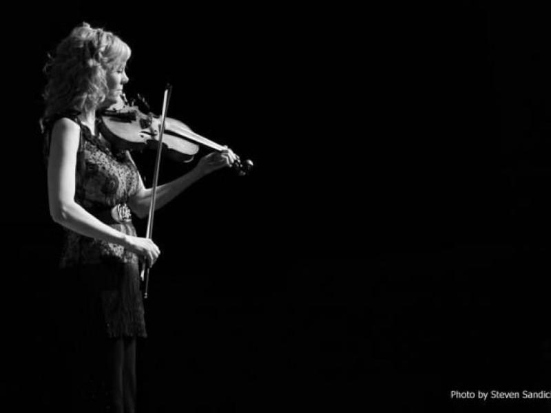 Darkviolin review of Natalie Macmaster performance 2013, photo by Steven Sandick
