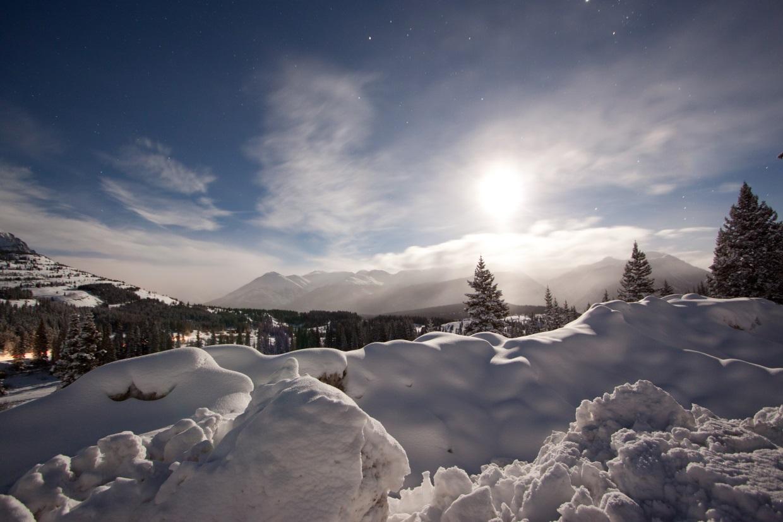 Moonlit Snow by Alan Stark via Flickr https://flic.kr/p/dH69Hs